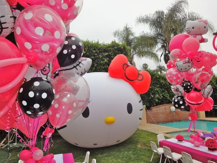 calista jo from the cat in my head has a hello kitty birthday pawty. Black Bedroom Furniture Sets. Home Design Ideas